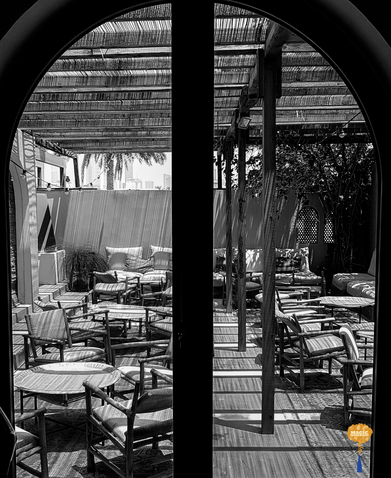 photo of comptoir102 outside sitting area