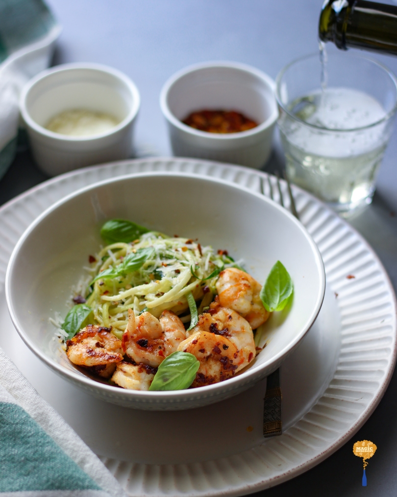 Zucchini pasta with prawns