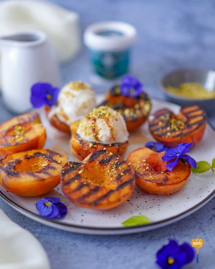 Photo of Grilled peaches with ice cream